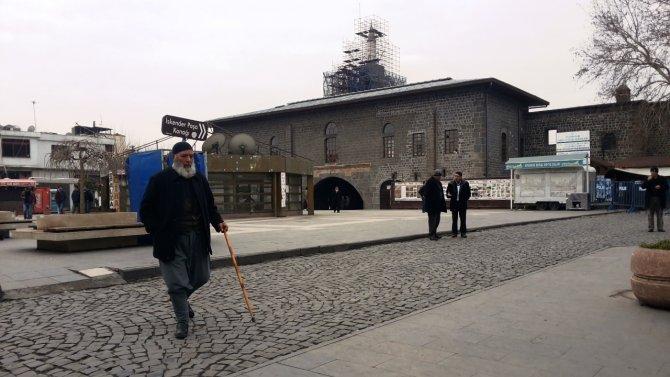 Diyarbakır'ın tarihi Ulu Camii'nden 'Teslim olun' anonsu