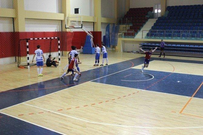 Düzce'de Futsal Müsabakaları Başladı