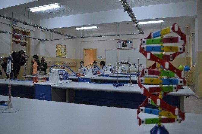 Nobel Ödüllü Profesörün İsmi Keşan'daki Bir Okulda Hazırlanan Laboratuara Verildi