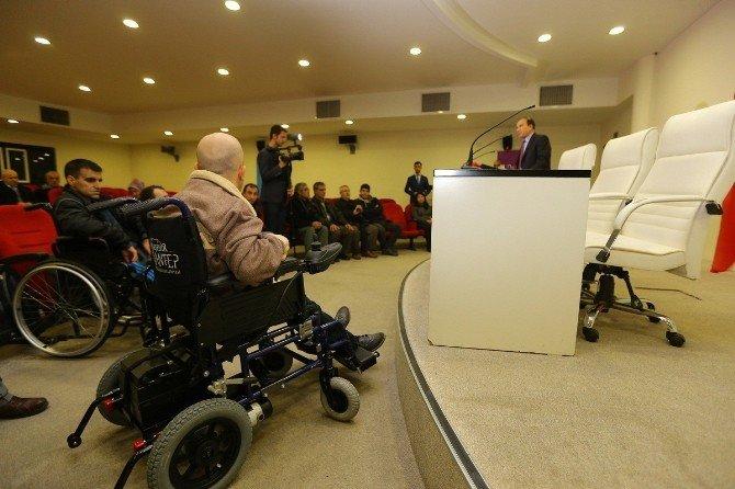 Engellilere Beyaz Baston, Saat Ve Tekerlekli Sandalye Desteği