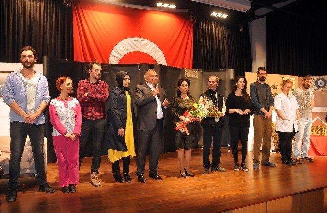 Erdemli'de Uyuşturucunun Zararlı Tiyatro Oyunu İle Anlatıldı