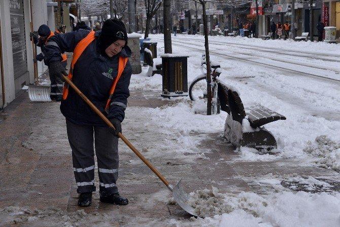 Kar Temizliği De Kadınlardan Sorulur