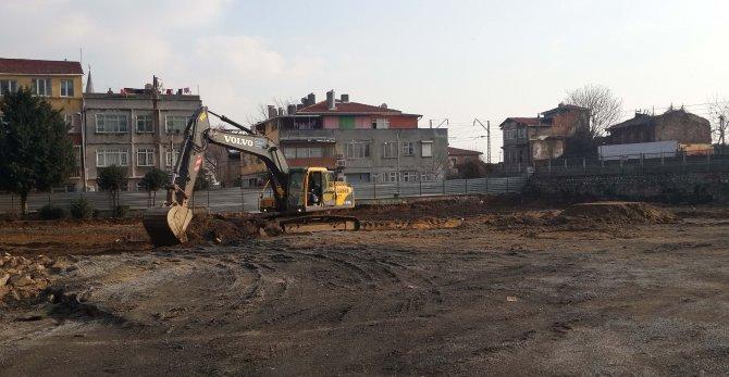 Statları yıkılan minik sporcular Fatih Belediyesi önünde eylem yaptı