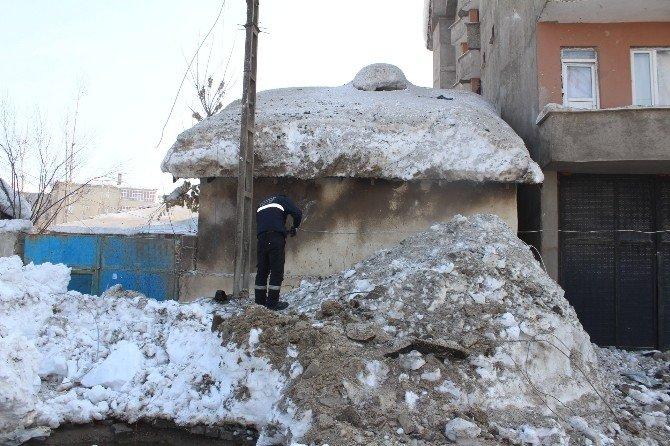 Operasyona Giden Polis Aracının Geçişi Sırasında Patlama