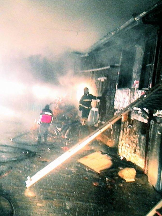 Eğirdir'de 2 ev yandı