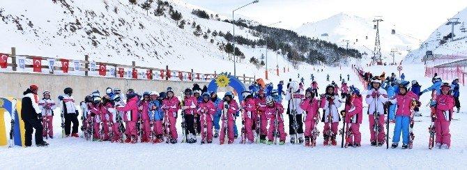 Palandöken Kayak Merkezi Yarıyıl Tatilinde Küçük Kayakçıları Ağırlayacak