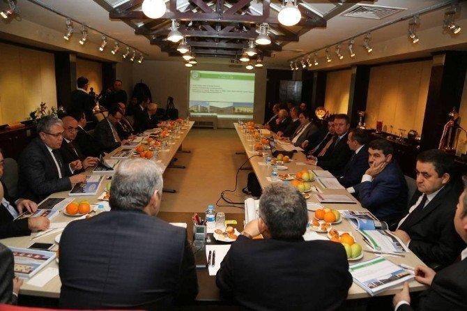 """Büyükşehir Belediyesi Toplantı Salonunda """"2015 Yılında Gerçekleştirilenler İle 2016 Yatırım Programı Hakkında Bilgi Verildi"""""""
