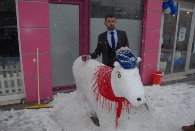 Kardan inek ve gelin-damat yaptılar