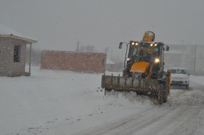 Kırıkkale Belediyesi ekipleri kar ile mücadele başlattı