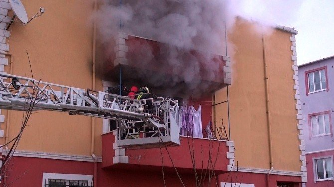 Ev Yangını Korkuttu