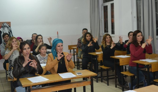 HEM, işitme engellilerle sağlıklı iletişim için işaret dili kursu açtı