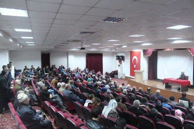 Eğitimci Yazar Ramazan Kayan'dan Gördes'te Konferans