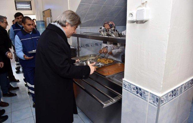 Başkan Demircan, Fen Ve Temizlik İşleri Müdürlükleri Personeli İle Buluştu