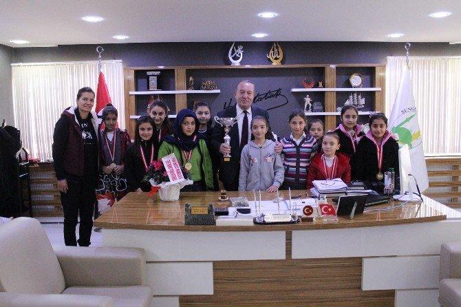 Başarılı Sporculardan Başkan Şahiner'e Ziyaret