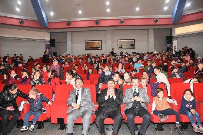Şehzadeler Belediyesinden Öğrencilere Karne Hediyesi