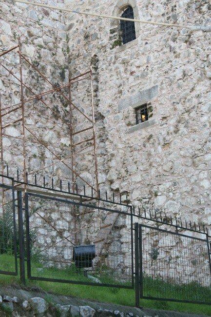 Tarihi Marmaris Kalesi'nin Matkapla Delinmesi Meclis Gündeminde