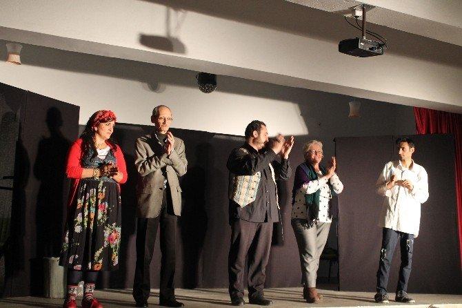 Tosya'da 1000 Öğrenciye Tiyatro Oyunu İle Uyuşturucunun Zararları Anlatıldı