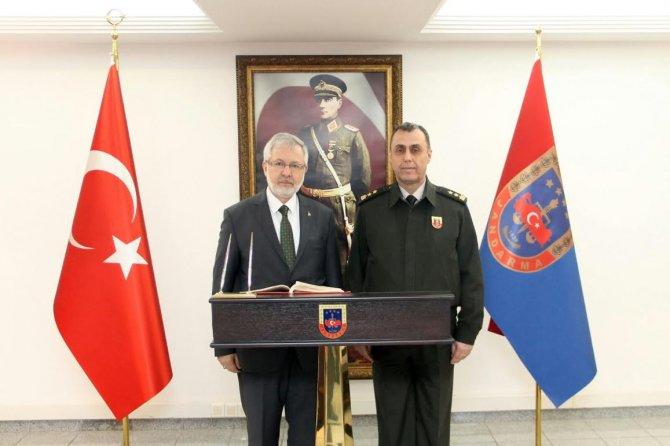Rektör'den Mehmetçiğe moral telefonu