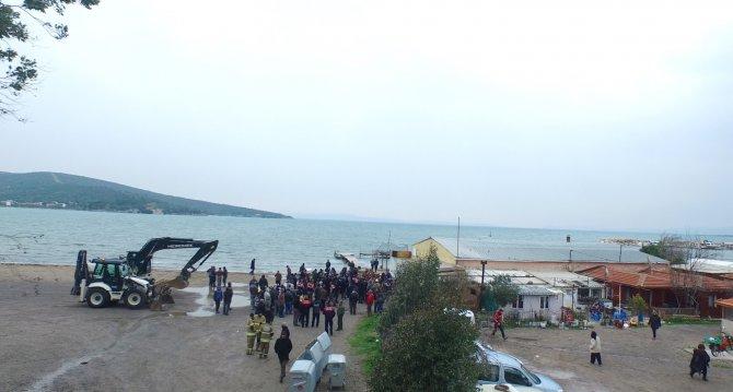 Urla Belediyesi kıyıdaki kaçak barakaların yıkımına başladı