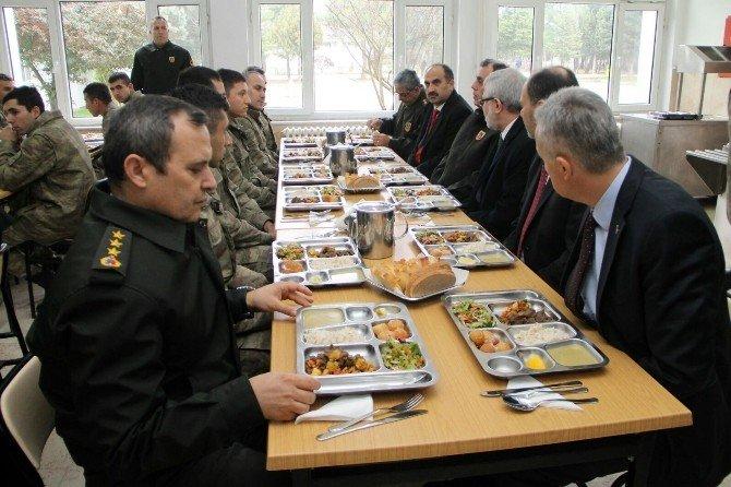 Rektörden Operasyon Bölgesindeki Mehmetçiğe Moral Telefonu