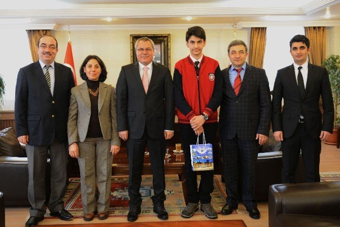 Vali Deniz, TEOG Türkiye Birincilerinden Ahmet Kadir Karakoç'u Kabul Etti
