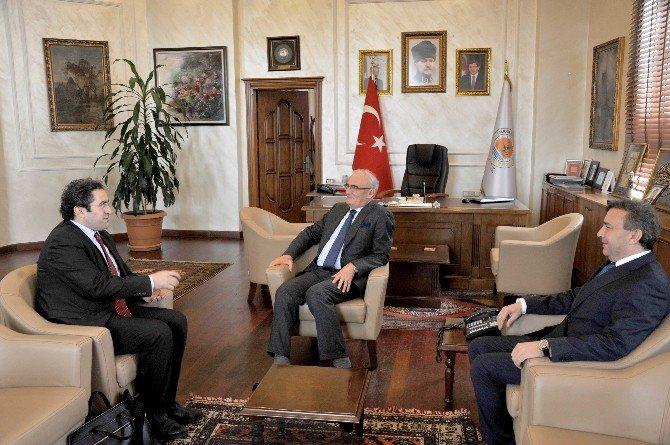Gevaş Belediye Başkanı Hakan, Başkan Yılmaz'ı Ziyaret Etti