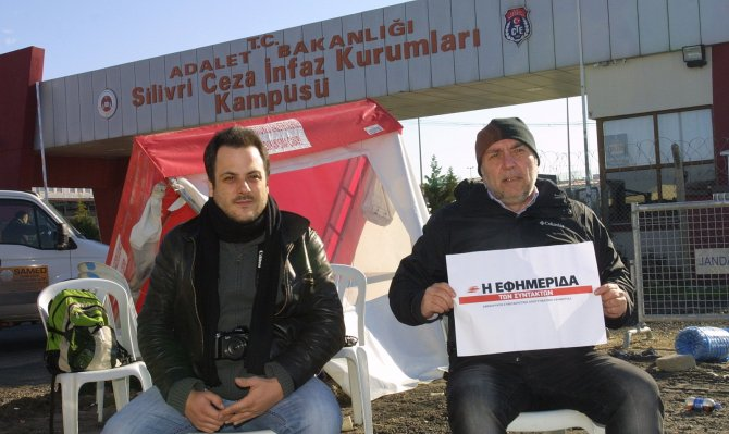 Umut nöbetini Yunan gazeteciler tuttu