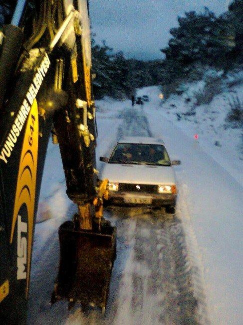 Yunusemre'de Kar Çalışması Sürüyor