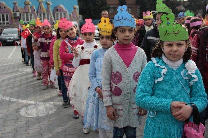 Karne Alan Suriyeli Öğrencinin Okuduğu Yazı Duygulandırdı