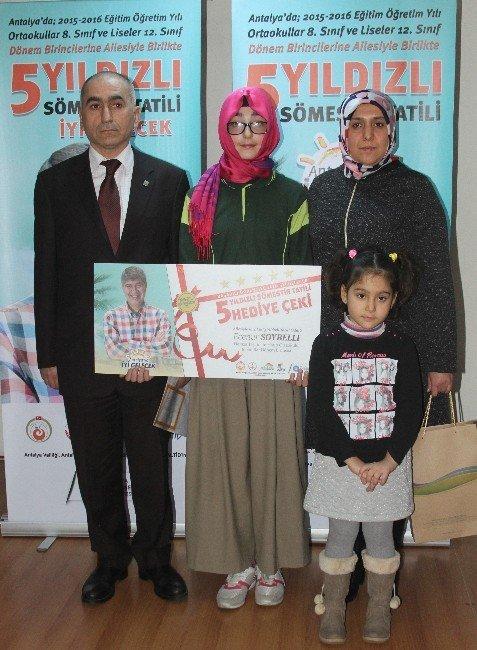 Antalya'da Okul Birincilerine '5 Yıldızlı' Ödül