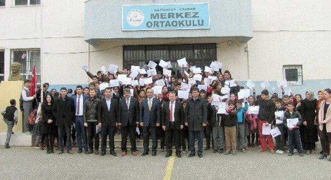 Araban'de Belediye Başkanı Mehmet Özdemir, Öğrencilerin Karne Heyecanına Ortak Oldu.