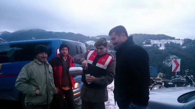 Aydın'da 15 Araç Karda Mahsur Kaldı