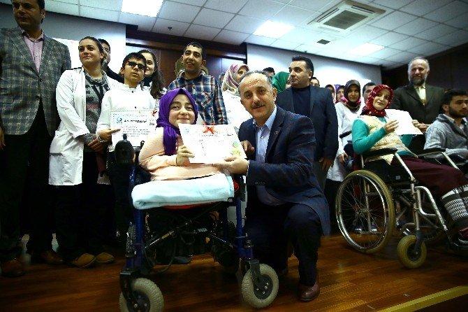 Engelli Kursiyerlerin Karne Sevinci