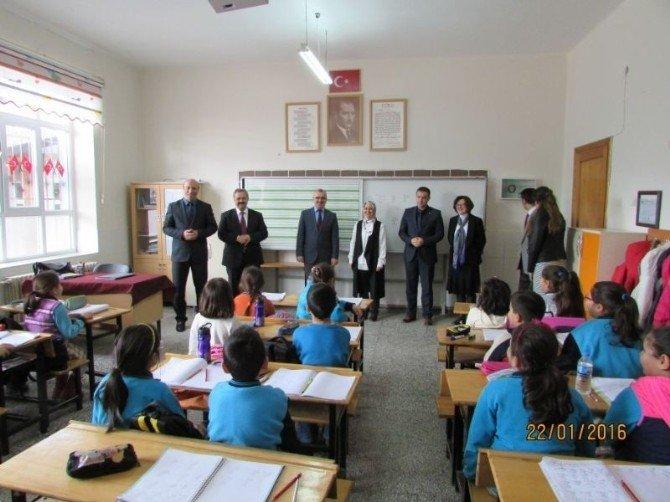 Burhaniye'de Öğrencilerin Karne Sevinci