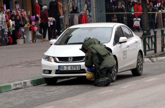 Caddede unutulan çanta bomba paniğine neden oldu
