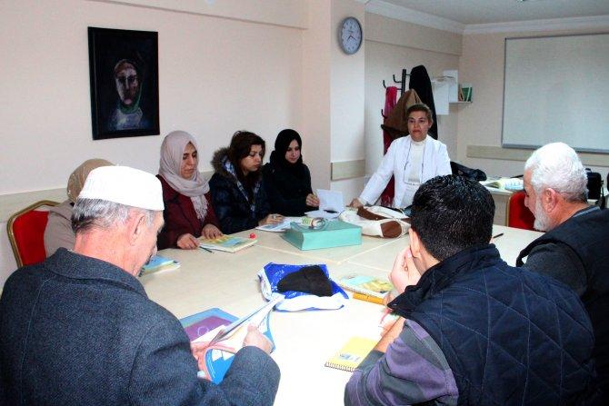 Mülteciler Çankaya'da Türkçe öğreniyor