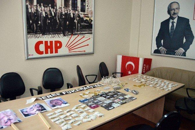 CHP Binası Önüne Kaset, Acı Biber Ve Siyah Çelen Bıraktılar
