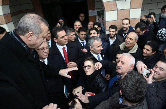 Cumhurbaşkanı Erdoğan, öğrencilerle karne fotoğrafı çektirdi