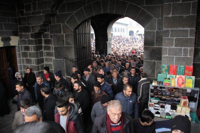 Sur'da camii cemaatine bomba uyarısı