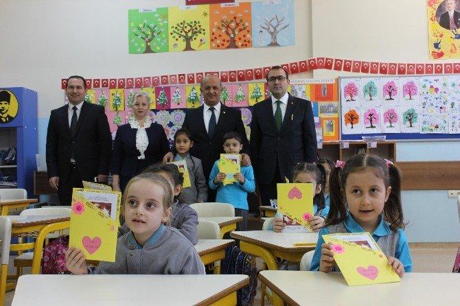 Edirne'de Minik Öğrencilerin Karne Heyecanı
