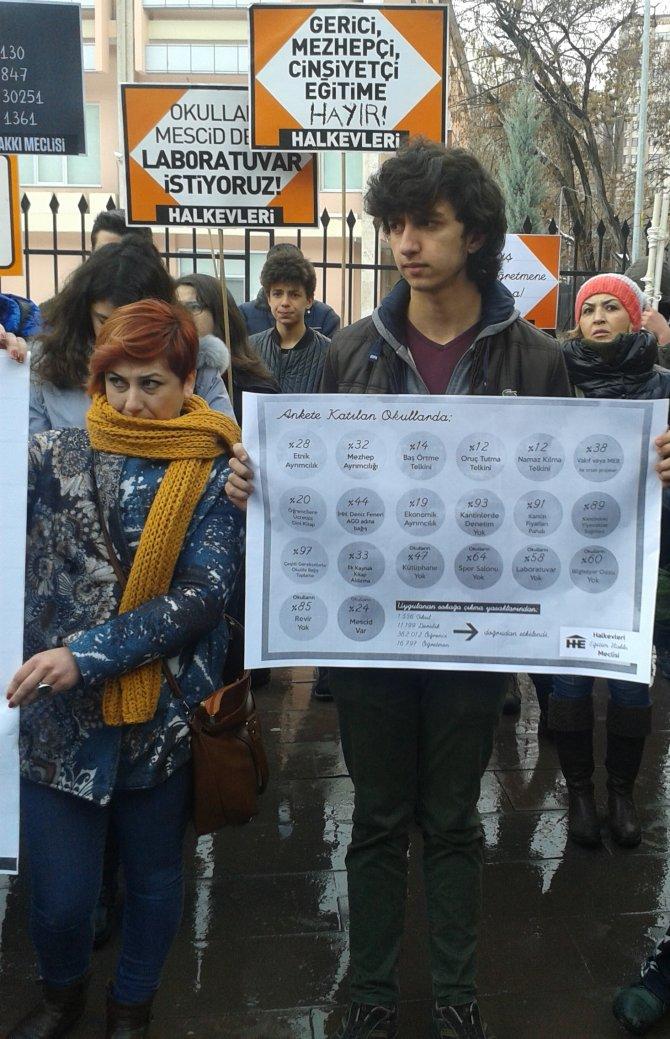 Milli Eğitim Bakanlığı önünde mandallı 'Oku Nabi oku' eylemi