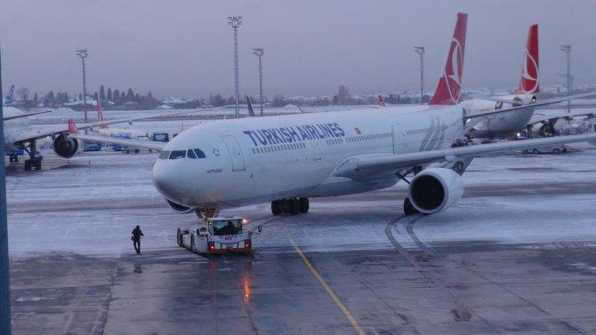 Hava ulaşımına kar engeli: 139 uçuş iptal