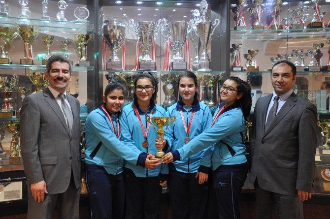 Karşıyaka Yamanlar Ortaokulu satrançta İzmir birincisi oldu
