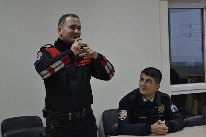 Kamuda Çalışanlar İşaret Dilini Öğreniyor