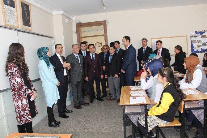 Başkan Aydın, Öğrencilere Karne Dağıttı