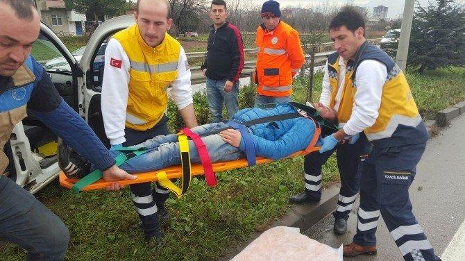Kamyonet Bariyere Çarptı: 1 Yaralı