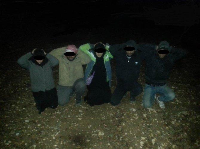Türkiye'ye 14 çocukla geçmeye çalışan 10 IŞİD'li yakalandı