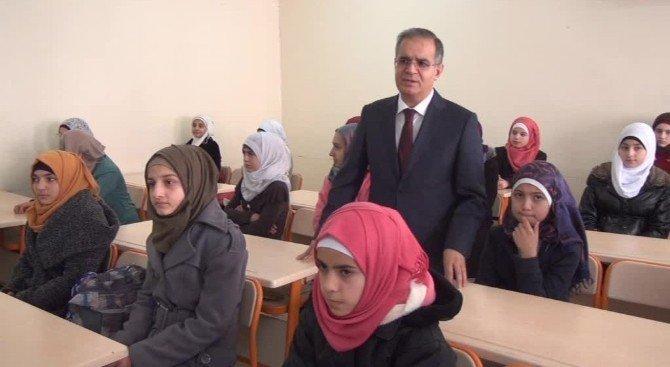 Vali Tapsız'dan Öğrencilere Türkçe Öğretilmesi Talimatı