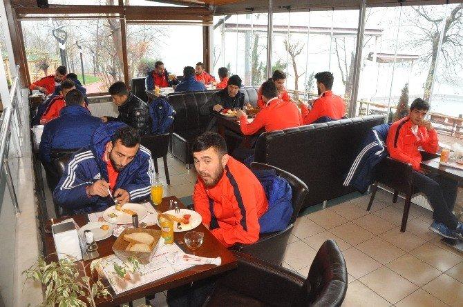 Kömürspor'a Dayanışma Kahvaltısı