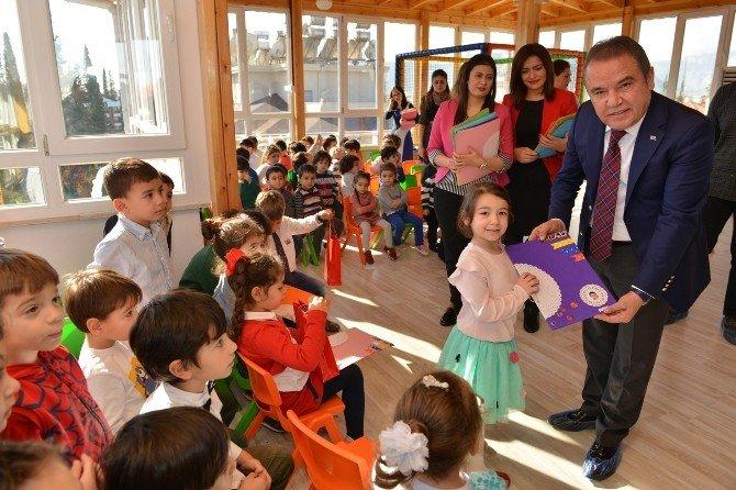 Konyaaltı Belediyesi Kreşi'nde Karne Sevinci